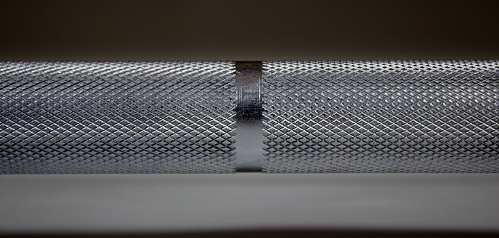 knurling on a weight bar